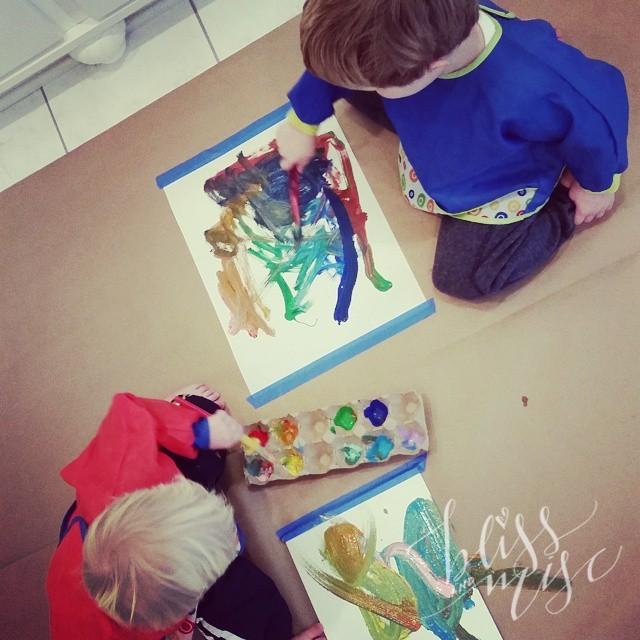 Morning activity #artclass in Mommy's office #hobbsboys #preschoolpainting #colorful