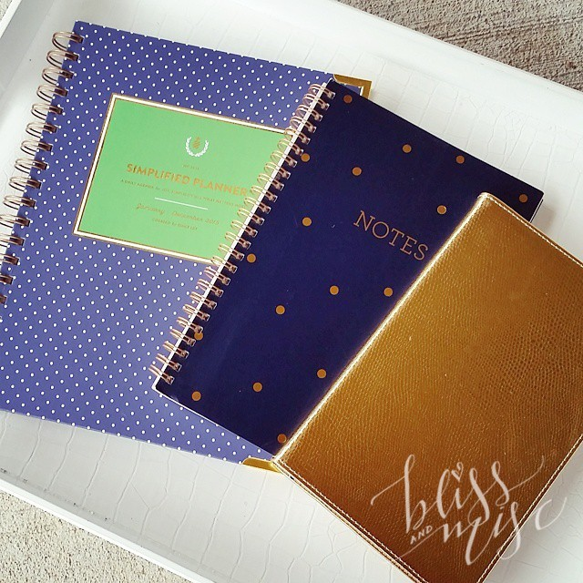 One of my favorite parts of the new year...new calendars. #simplifiedplanner #sugarpaperla #navyandgold